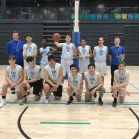 Norssin yläkoulun koripallon hopeajoukkue Kupittaan palloiluhallissa